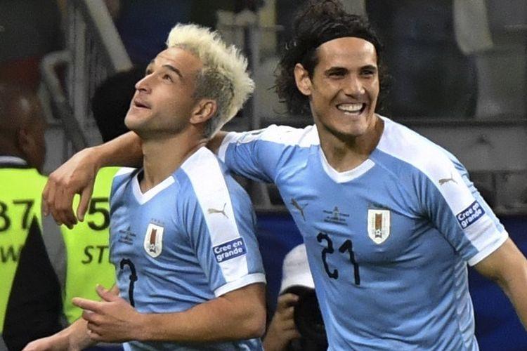 Edinson Cavani merayakan gol Nicolas Lodeiro pada pertandingan Uruguay vs Ekuador dalam Copa America 2019 Stadion Mineirao, Belo Horizonte, 16 Juni 2019.