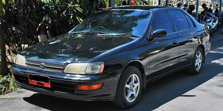Toyota Corona jadi salah satu piliha medium sedan pada tahun 1990-an(wikipedia.org)