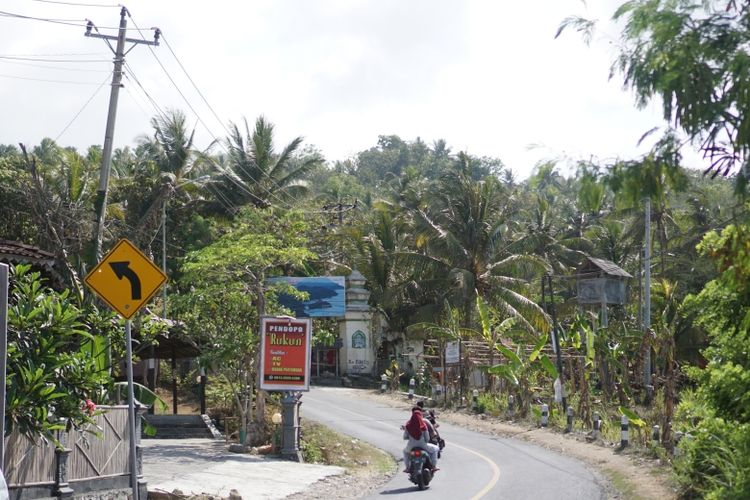 Nuansa jalanan di kawasan wisata Parangtritis, Kabupaten Bantul, Daerah Istimewa Yogyakarta