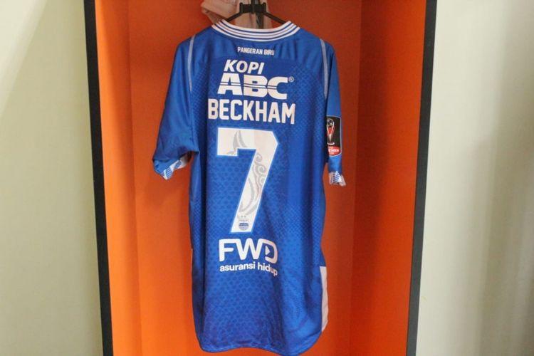 Kaos Persib Bandung nomor 7 yang dipakai Beckham Putra Nugraha.