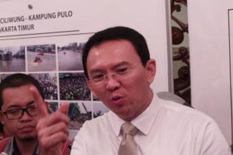 Gubernur DKI Jakarta Basuki Tjahaja Purnama wawancara wartawan seusai memberi sambutan dalam Seminar Komisi Pemberantasan Korupsi (KPK)