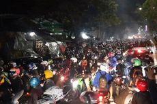 Ribuan Pemudik Pakai Motor Jebol Penyekatan di Kedungwaringin Perbatasan Bekasi-Karawang