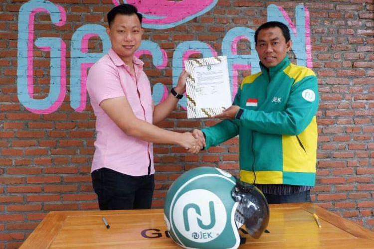 Area Manager NUJek Malang, Chairul Jamil saat menjalin kerjasama dengan Mie Gacoan di Kota Malang, Sabtu (22/2/2020).