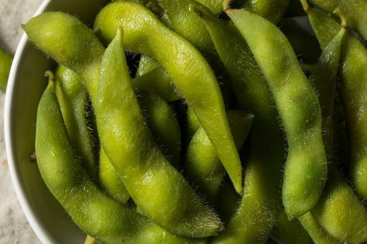 Ilustrasi edamame atau kacang kedelai muda.