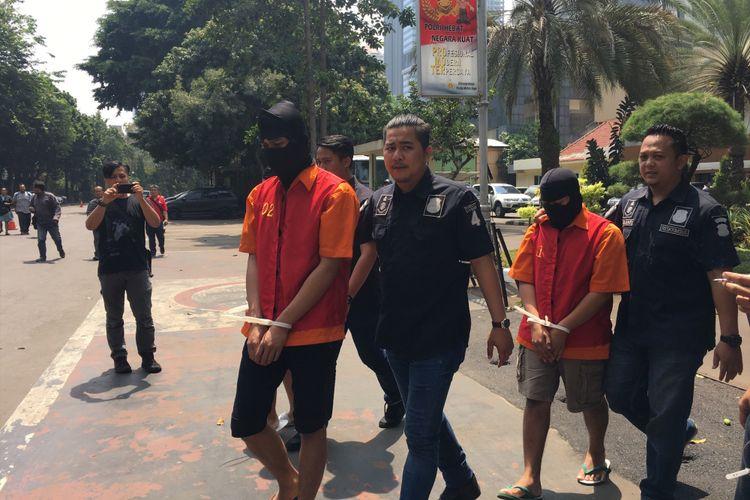 Tiga pelaku kasus jual beli online foto dan video pornografi anak di Polda Metro Jaya, Jakarta, Minggu (17/9/2017).