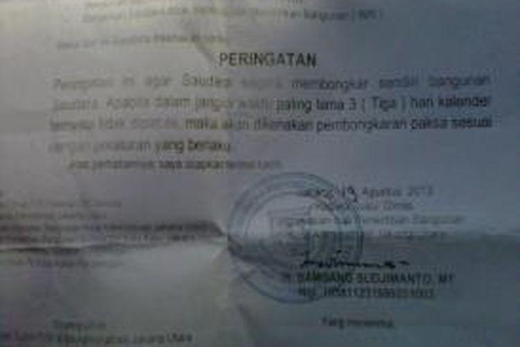 Surat Peringatan dari Lurah Pluit kepada warga Rt 19 Rw 17 , kelurahan Pluit untuk segera membongkar rumah mereka sebelum hari Jumat, (23/8/2013).