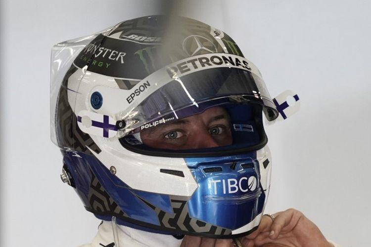 Pebalap Mercedes, Valtteri Bottas, bersiap menjalani latihan F1 GP Belgia di Sirkuit Spa-Francorchamps, 30 Agustus 2019.