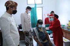 Pedagang Pasar di Surakarta Antusias Divaksin, Ganjar OptimistisPercepat Vaksinasi Pedagang Pasar