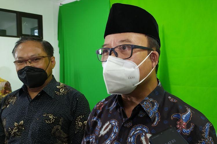 Bupati Banyumas Achmad Husein seusai mengisi kuliah umum di STIKOM Yos Sudarso Purwokerto, Rabu (15/9/2021).