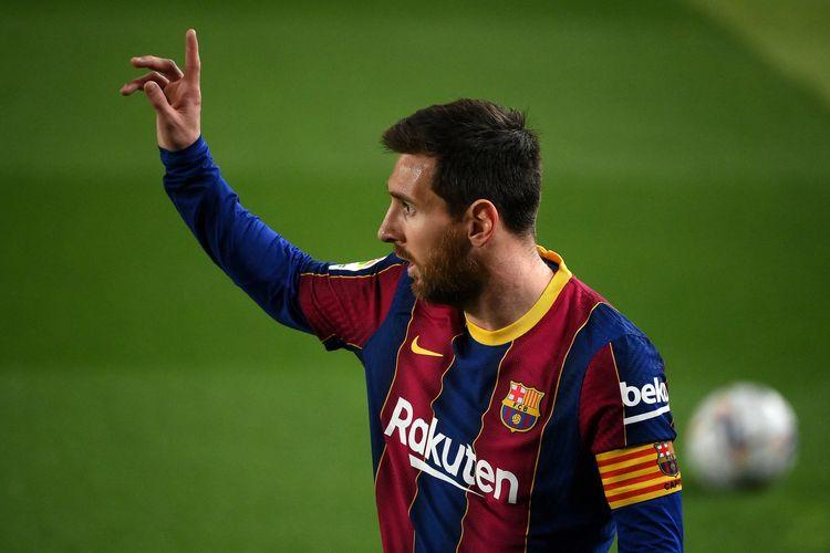 Foto tanggal 24 Februari 2021 menunjukkan gestur Lionel Messi dalam pertandingan Barcelona vs Elche di Camp Nou, dalam lanjutan La Liga musim 2020/2021.