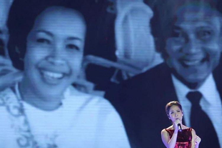 Penyanyi dan artis peran Bunga Citra Lestari (BCL) atau yang lebih akrab disapa Unge tampil pada acara malam puncak Dahsyatnya Awards 2013, yang mengumumkan pemenang 20 kategori nominasi terdahsyat di JIExpo Kemayoran, Jakarta Pusat, Senin (21/1/2013) malam.
