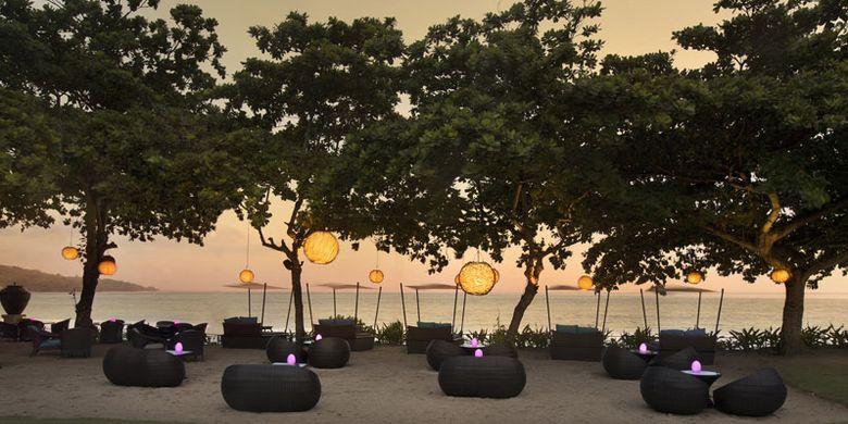 Sunset Beach Bar and Grill di InterContinental Bali Resort, Jimbaran, Bali.