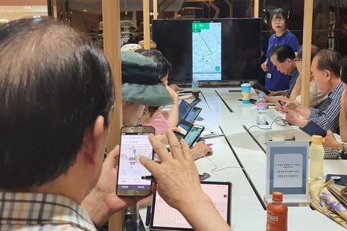 Melihat Manula di Korsel Belajar Mengoperasikan Smartphone