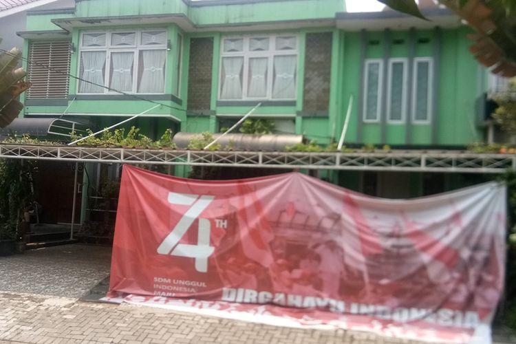 Kediaman rumah Abdul Basith di Perumahan Pakuan Regency, Cluster Linggabuana, Dramaga, Bogor, Jawa Barat, nampak sepi, Senin (30/9/2019). Basith ditangkap Densus 88 atas dugaan menginisiasi dan menggerakkan pembuatan bom molotov untuk aksi Mujahid 212