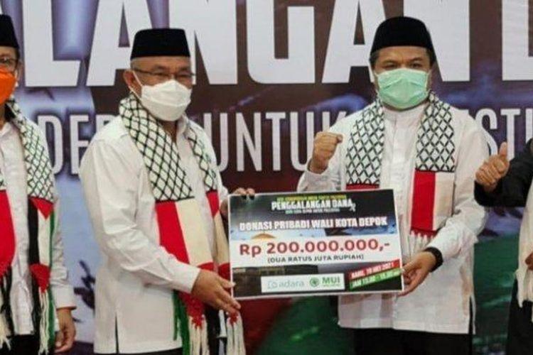 Wali Kota Depok, Mohammad Idris, mendonasikan uang pribadinya sebesar Rp 200 juta untuk membantu Palestina, dalam acara galang dana kemanusiaan yang digelar Majelis Ulama Indonesia (MUI) Kota Depok.
