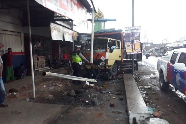 Kecelakaan beruntun terjadi di Jalan Jember LumajangDesa Gambirono Kecamatan Bangsalsari Rabu (21/10/2020)