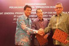 Penghargaan dari Senayan City untuk Emirsyah Satar
