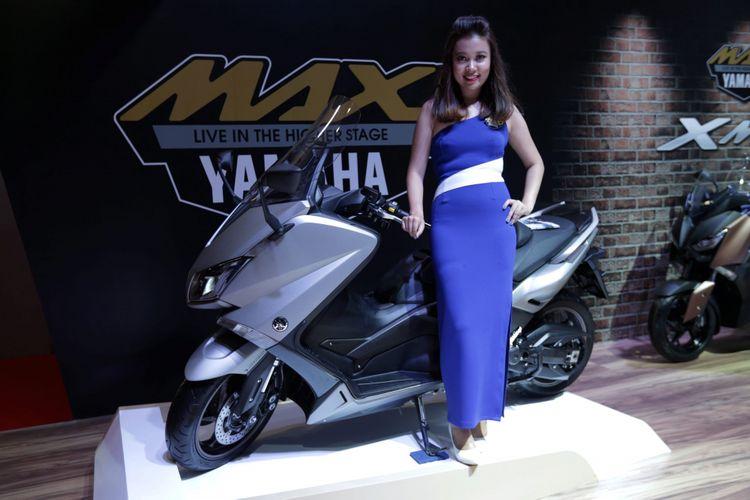 Produk Skutik bongsor 250cc Yamaha XMAX dipamerkan pada ajang Indonesia International Motor Show (IIMS) 2017 di JI Expo, Kemayoran, Jakarta, Jumat (28/4/2017).  Yamaha XMAX mulai dipasarkan pada ajang IIMS 2017. KOMPAS IMAGES/KRISTIANTO PURNOMO