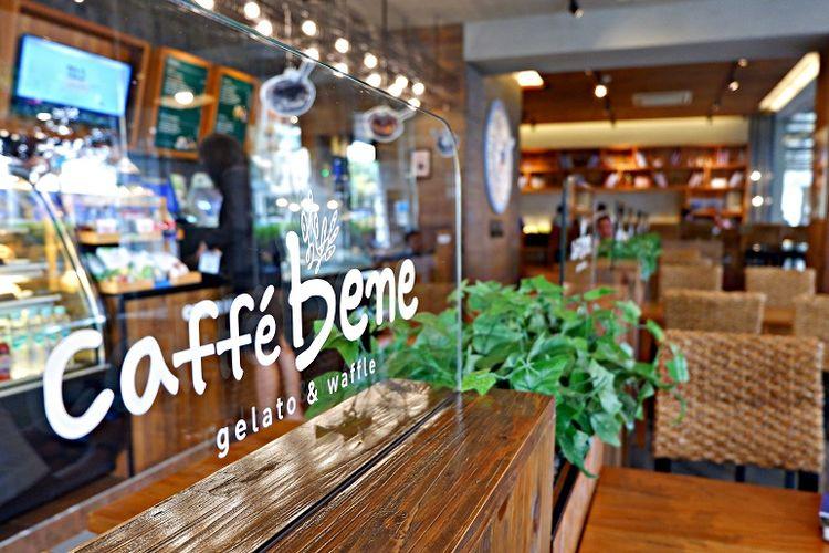 Caffe Bene merupakan kafe terkenal dari Korea Selatan yang bahan-bahannya diimpor langsung dari Negeri Gingseng itu.