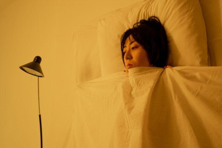 Insomnia adalah ketidakmampuan untuk tertidur atau tetap tidur di malam hari. Kondisi ini membuat penderita insomnia merasa tidak segar atau memiliki tidur yang tidak restoratif.