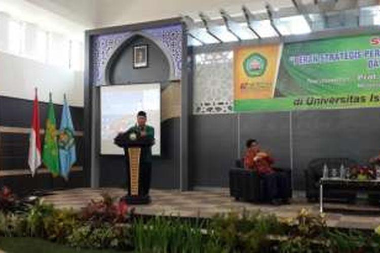 Menteri Riset, Teknologi dan Pendidikan Tinggi Muhamad Nasir saat mengisi serasehan di Universitas Islam Malang (Unisma) Jawa Timur, Rabu (19/10/2016)