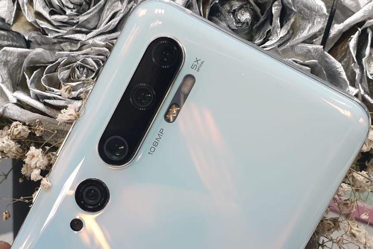 Modul penta-camera atau lima kamera belakang Mi Note 10 Pro. Modul ini terdiri dari kamera utama 108MP, kamera 5 megapiksel (5x optical zoom), 12 megapiksel (2x optical zoom), ultrawide 20 megapiksel, dan makro 2 megapiksel.