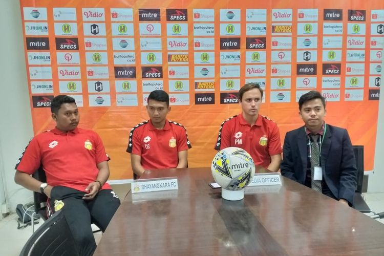 Pelatih Bhayangkara FC, Paul Munster mengaku masih mencari pola permainan timnya pada pertandingannya yang kedua melawan Barito Putera yang akan berlangsung besok di Stadion Demang Lehman, Martapura, Rabu (18/9/2018).