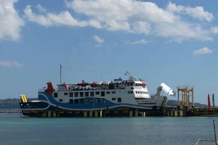 KMP Lakaan, armada baru penyeberangan antar pulau di Nusa Tenggara Timur bersandar di Pelabuhan Bolok, Kupang.