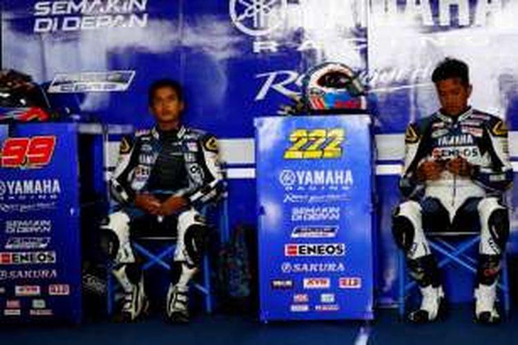 Pebalap Yamaha Racing Indonesia, Galang Hendra Pratama (kiri) dan Reynaldo Ratukore.