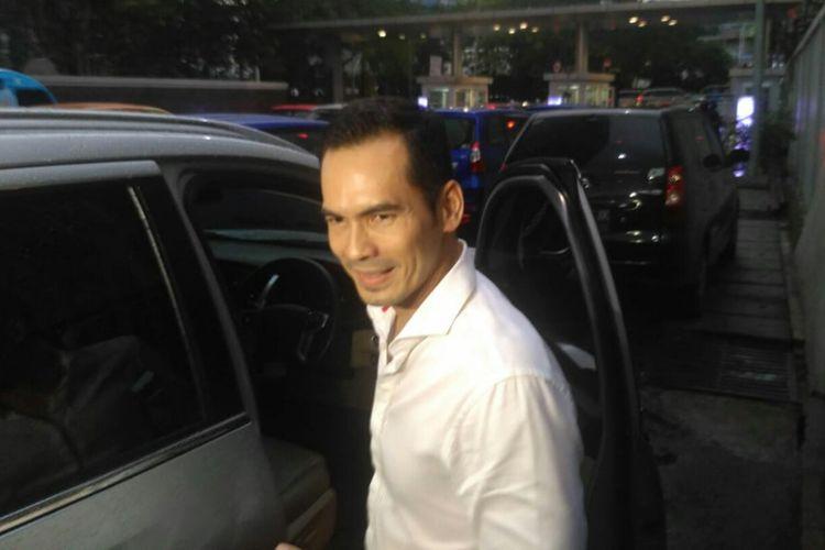 Artis peran Atalarik Syah usai tampil di salah satu acara stasiun televisi swasta di kawasan Mampang, Jakarta Selatan, Jumat (15/3/2019).