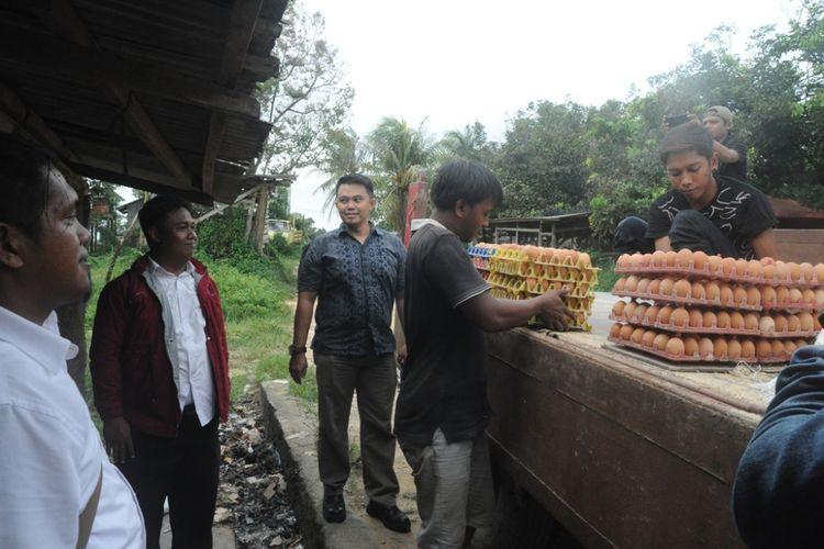 Tim Satgas Pangan Kabupaten Bintan yang teridir dari Unit Ekonomi Satintelkam Polres Bintan, Unit Tipiter Satreskrim Polres Bintan, PPNS Disperindag Bintan langsung melakukan monitoring atau sidak kesejumlah pasar tradisional hingga ke peternak telur ayam ras.