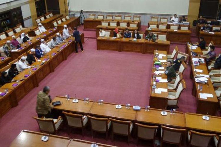 Perwakilan Massa Aksi 212 dalam Rapat Dengar Pendapat Umum (RDPU) dengan Komisi III DPR di ruang rapat Komisi III, Kompleks Parlemen, Senayan, Jakarta, Selasa (21/2/2017)