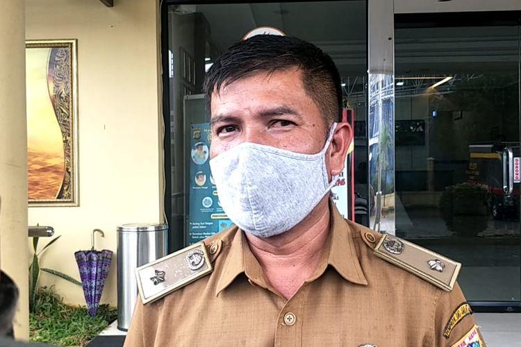 Lurah Pluit, Rosiwan ditemui usai pemeriksaan terkait pungli bansos di Polres Pelabuhan Tanjung Priok, Jakarta Utara, Selasa (24/11/2020),
