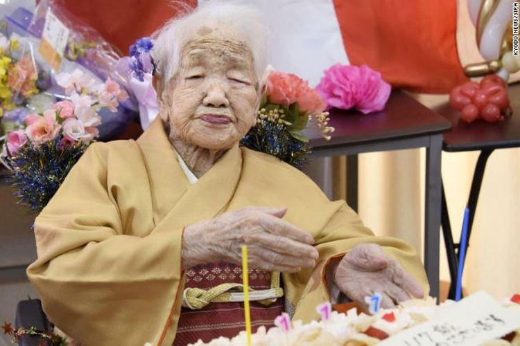 Orang tertua di Jepang, Kane Tanaka, 117 tahun, mengatakan rahasia umur panjang adalah makan makanan enak dan belajar matematika.