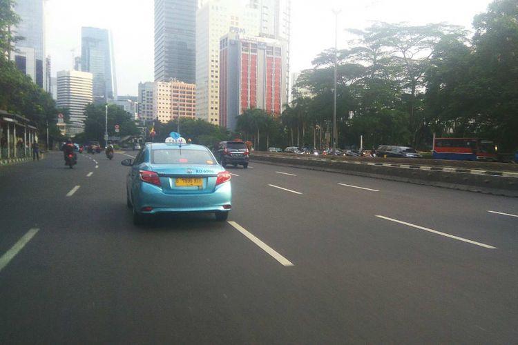 Arus lalu lintas Jalan Jenderal Sudirman, Jakarta.