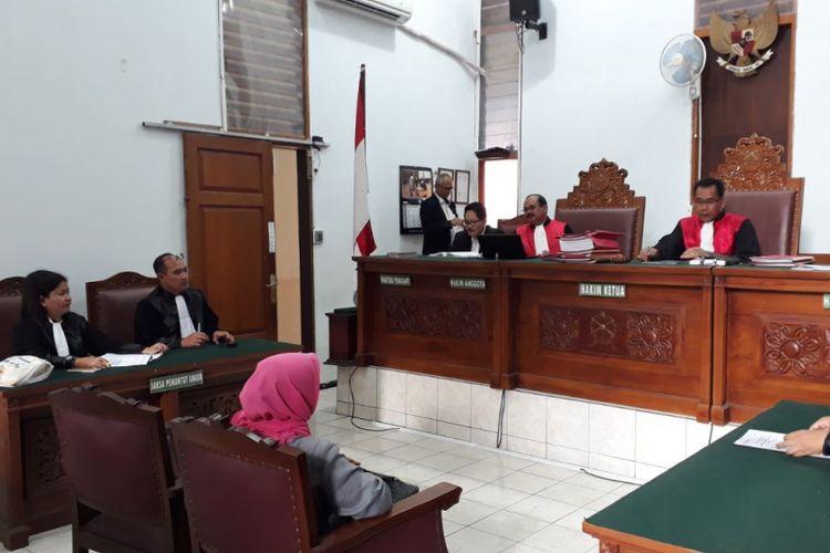 Jaksa penuntut umum (JPU) membacakan replik atau tanggapan atas nota pembelaan (pleidoi) Asma Dewi dalam persidangan di Pengadilan Negeri Jakarta Selatan, Selasa (27/2/2018).