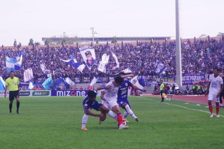 Pertandingan PSIS Semarang vs Arema FC pada pekan ketiga Shopee Liga 1 2020 yang digelar di Stadion Moch. Soebroto, Magelang, Sabtu (14/3/2020).