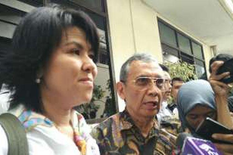 Adik kandung Basuki Tjahaja Purnama (Ahok), Fifi Lety Indra (kiri), di Pengadilan Negeri Jakarta Utara, Jalan Gajah Mada, Selasa (13/12/2016).