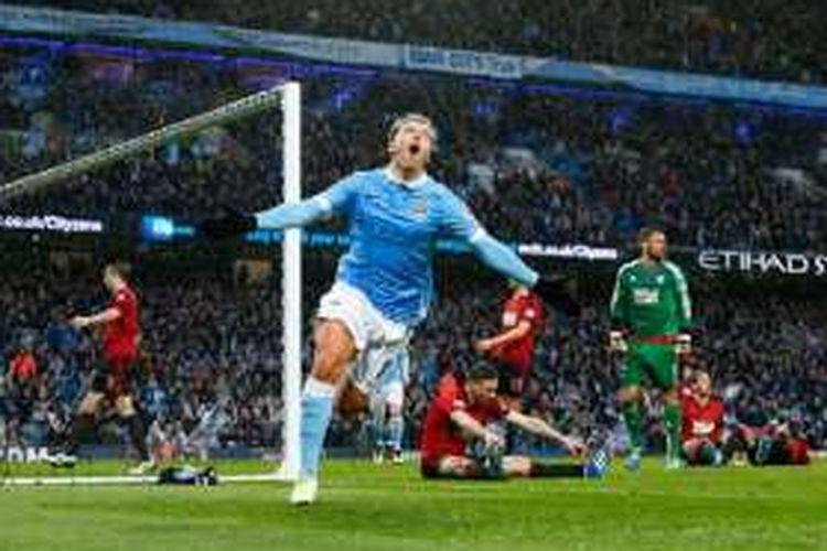 Samir Nasri merayakan gol kemenangan Manchester City atas West Bromwich Albion di Stadion Etihad, Sabtu (9/4/2016).