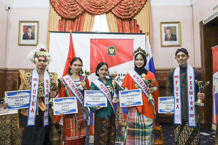 Para Pemenang Putra Putri Permira 2021 minus Fasyeh Hamid, Putra Permira 2021 yang mengikuti final secara virtual dari Jakarta.