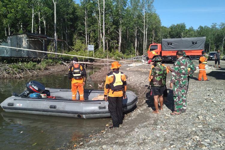 Tim SAR gabungan ketika akan melakukan pencarian longboat terbalik di perairan Pulau Puriri, Mimika, Papua, Kamis (5/12/2019).