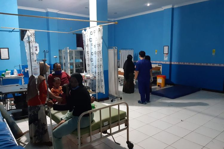 Beberapa balita yang keracunan makanan masih dirawat di Puskesmas Alabio, HSU, Kalsel, Senin (8/3/2021).