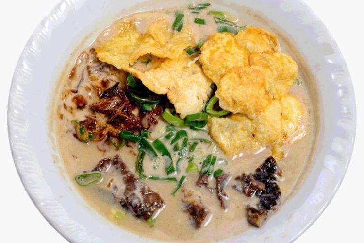 Soto Betawi Haji Maruf kuliner legendaeis Jakarta.