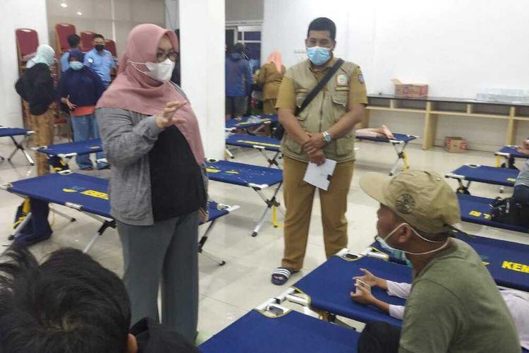 Pengungsi korban gempa bumi Majene dan Mamuju, Sulbar mulai berdatangan di Kota Makassar, Senin (18/1/2021).