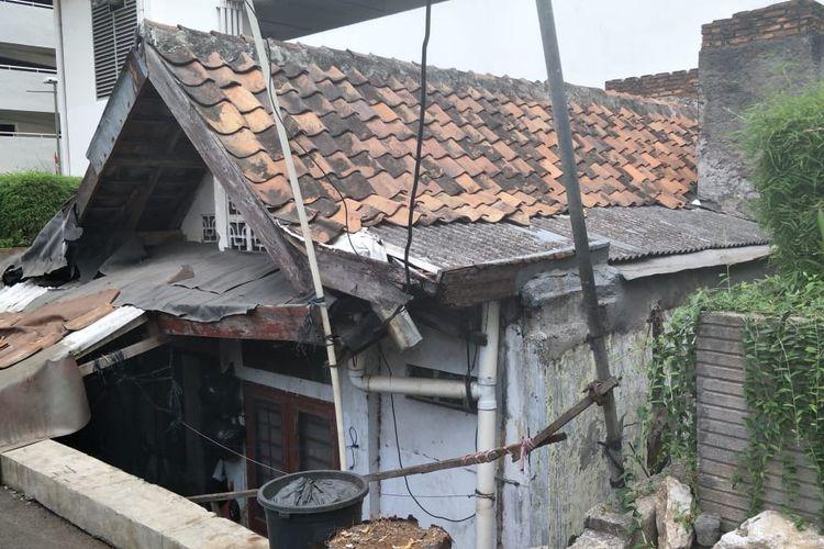 Kondisi Rumah Ibu Lies yang Dikelilingi Gedung Apartemen Thamrin Executive, Jalan Kebon Melati, Jakarta Pusat, Sabtu (20/9/2019).