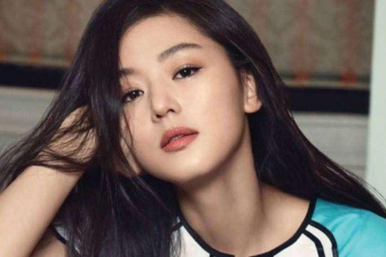 Aktris Jun Ji Hyun menjadi sorotan publik di Korea Selatan karena tak turunkan harga sewa gedungnya di tengah pandemi virus corona