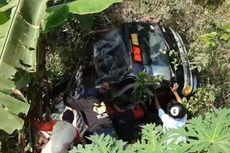 Detik-detik Mobil Rombongan Wisatawan Masuk Jurang Sedalam 5 Meter hingga Mengakibatkan 1 Tewas, 13 Luka-luka