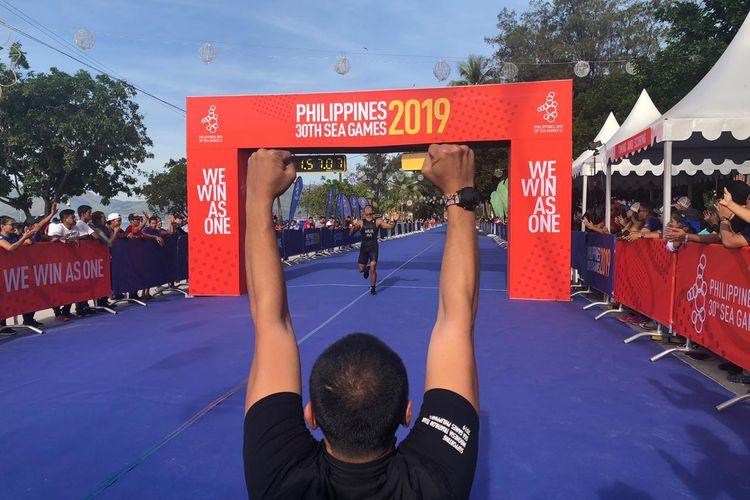 Muhammad Ahlul Firman finis di peringkat ketiga dan berhak meraih medali perunggu dari cabor Triathlon yang berlangsung di Subic Bay Boardwalk, Minggu (1/12/2019).