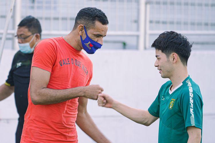 Pemain asing Persebaya Surabaya Taisei Marukawa (kanan) dan Jose Wilkson (kiri).