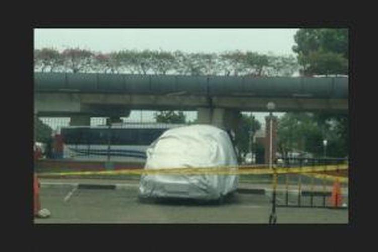 Penemuan mayat di dalam Honda Freed di parkiran Terminal 2 D, Bandara Soekarno Hatta, Rabu (19/11/2014).